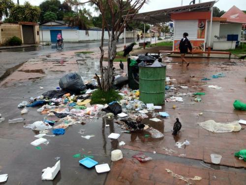 Prefeitura vai multar quem jogar lixo ou entulho na rua de qualquer jeito