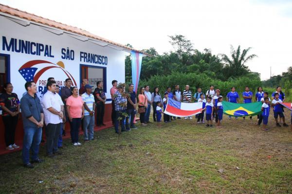 Prefeitura inaugurou Escola Municipal no interior de Barreirinha