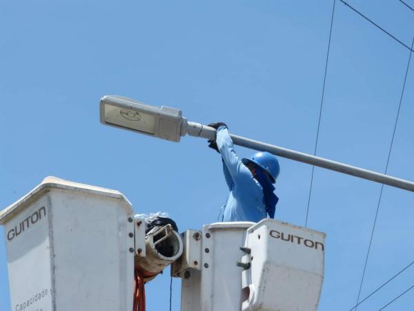 Mais de 600 pontos de iluminação de LED já foram instalados em Parintins