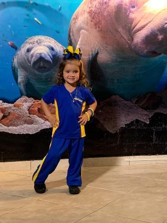 Malharia Coimbra faz promoção de fardamento escolar