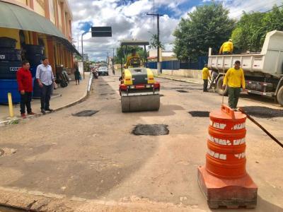 Prefeitura de Parintins retoma operação tapa-buraco com recursos próprios