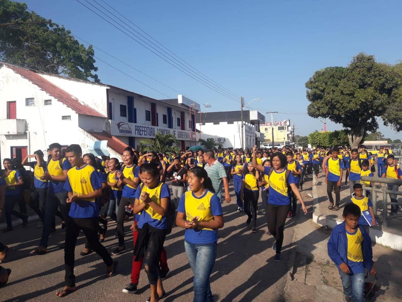 Alunos da Escola Padre Seixas de Barreirinha fazem manifestação cobrando instalação de ar condicionados 4