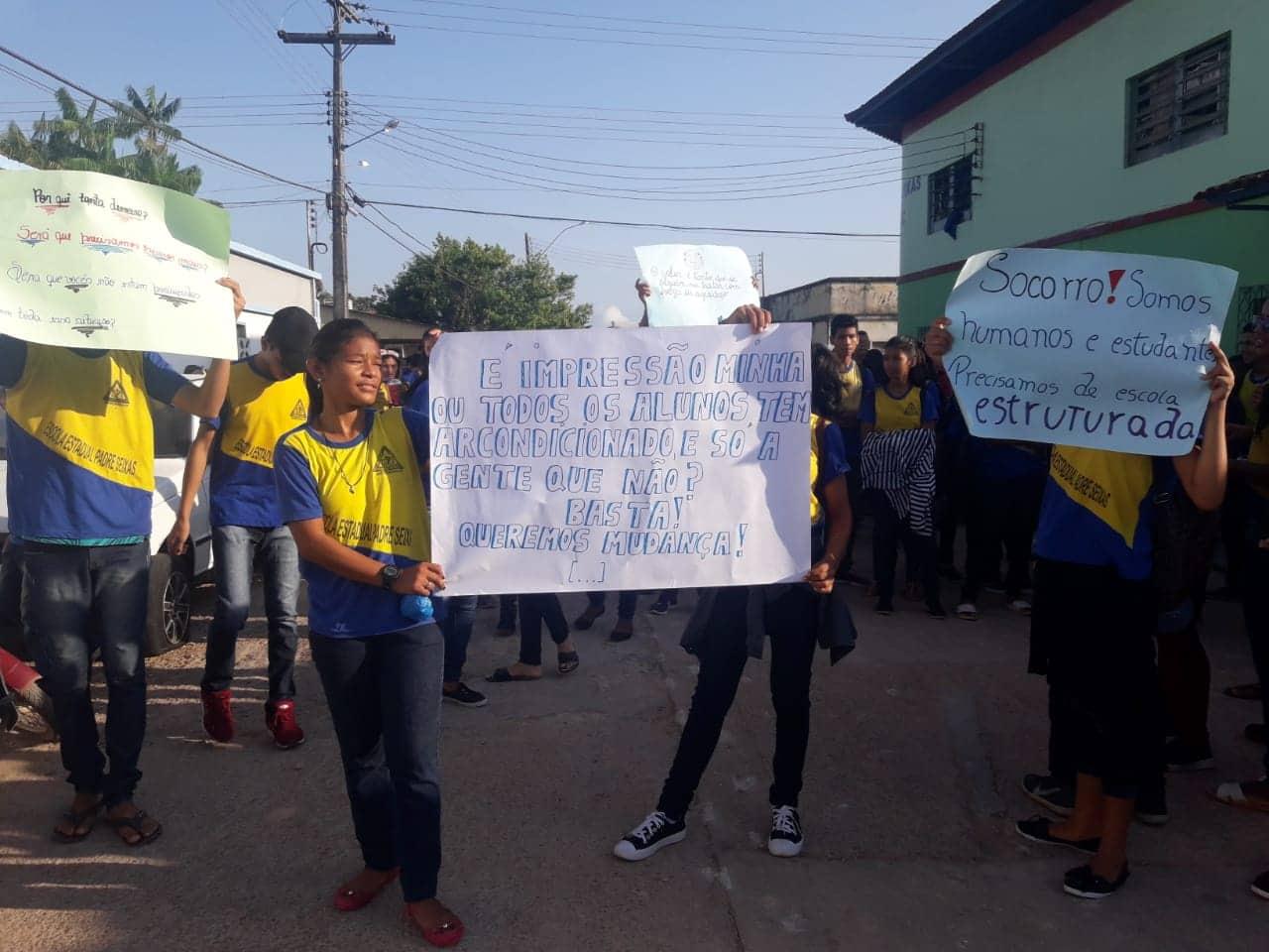 Alunos da Escola Padre Seixas de Barreirinha fazem manifestação cobrando instalação de ar condicionados 5