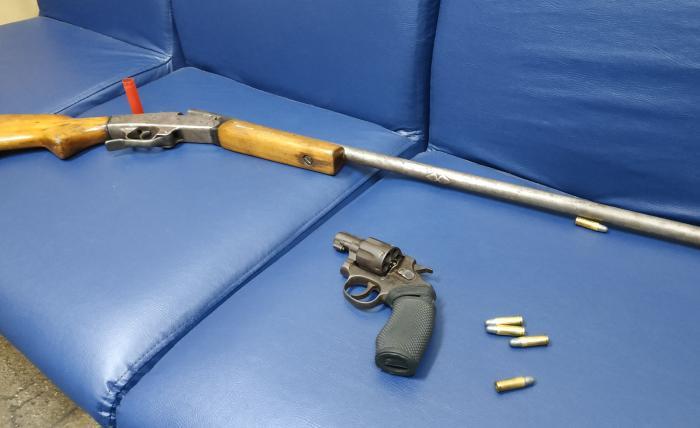 armas presas no Cantagalo